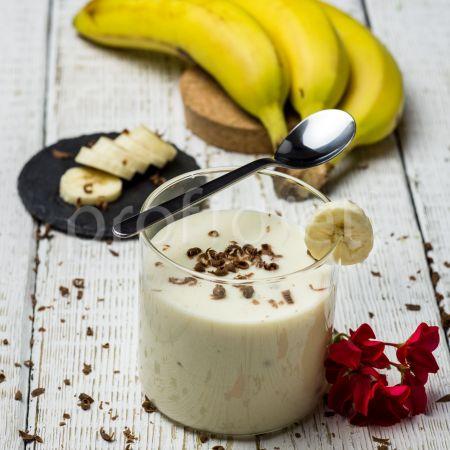 Banánový dezert s čokoládovými vločkami