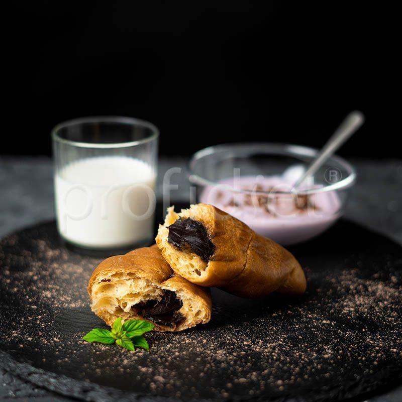 Proteínový croissant s kakaovým krémom